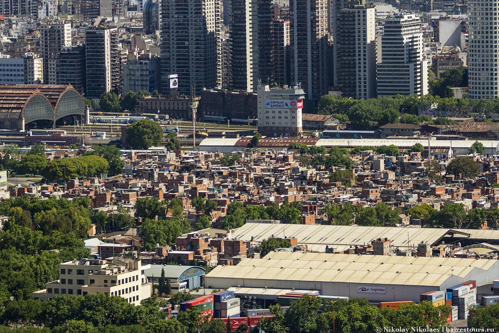 63. А вот такие виды предлагает вертолетная экскурсия по городу.