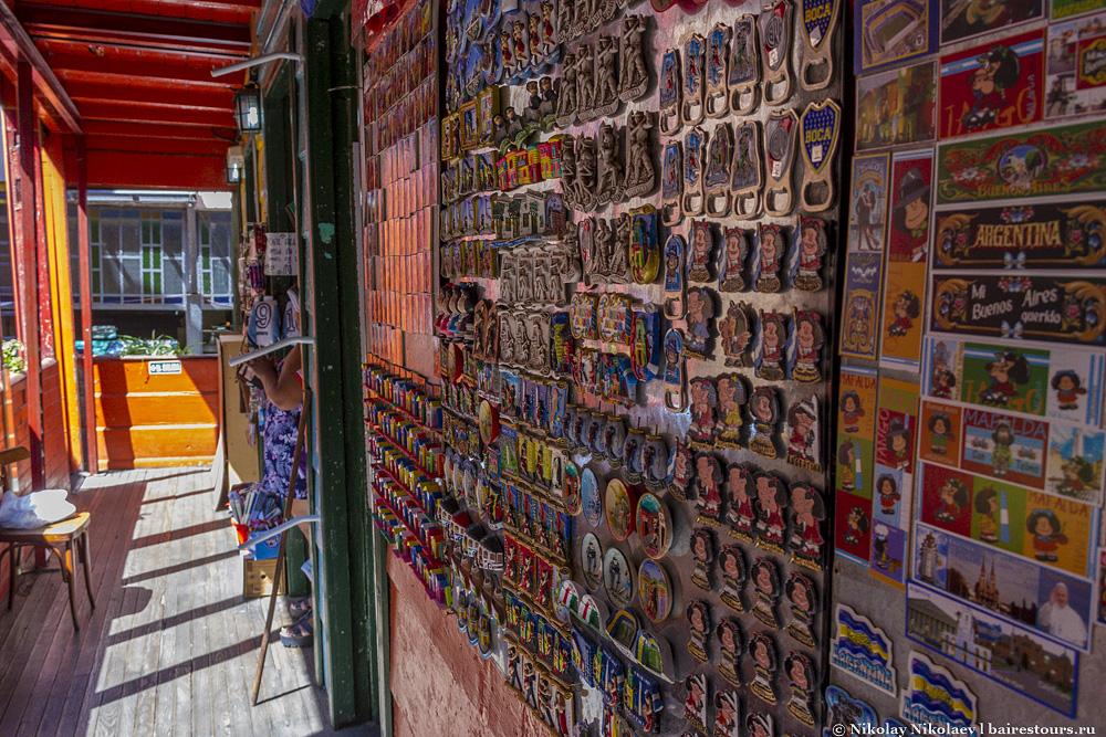 01. Самый большой выбор сувениров можно найти в районе Ла Бока.