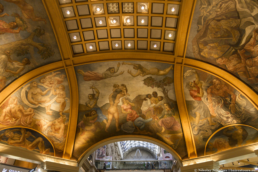 13. Ну и главная жемчужина торгового центра – расписные потолки.