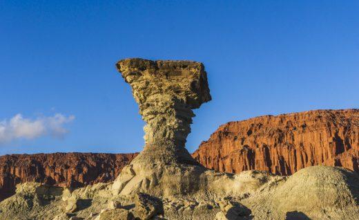"""09. Каменное образование """"Гриб"""" в парке Исчигуаласто. Фото Pedro Reyna."""