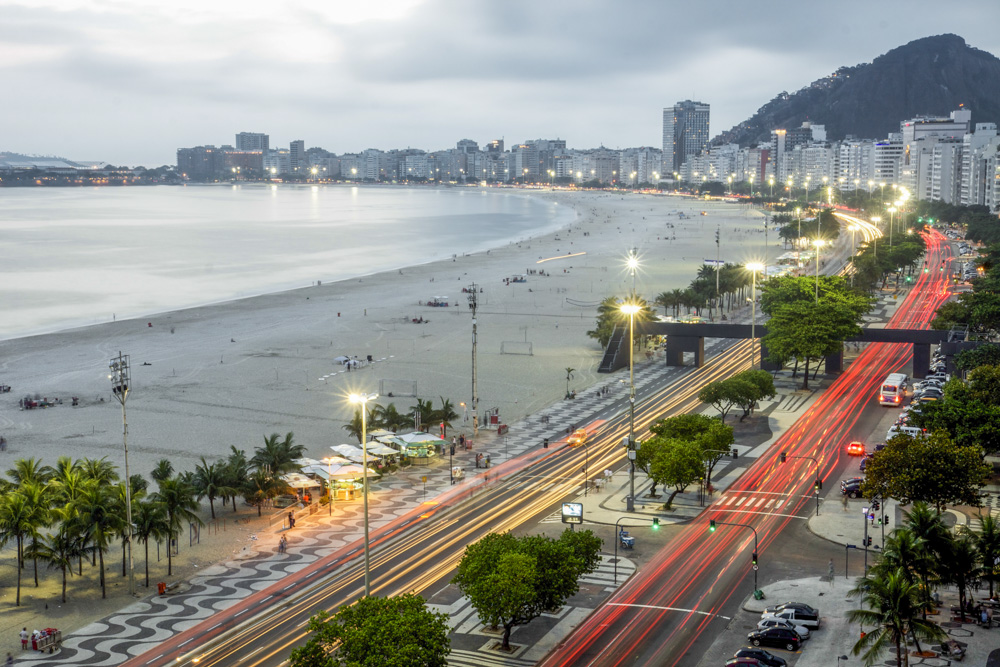 09. Пляж Копокабана, Рио-де-Жанейро.