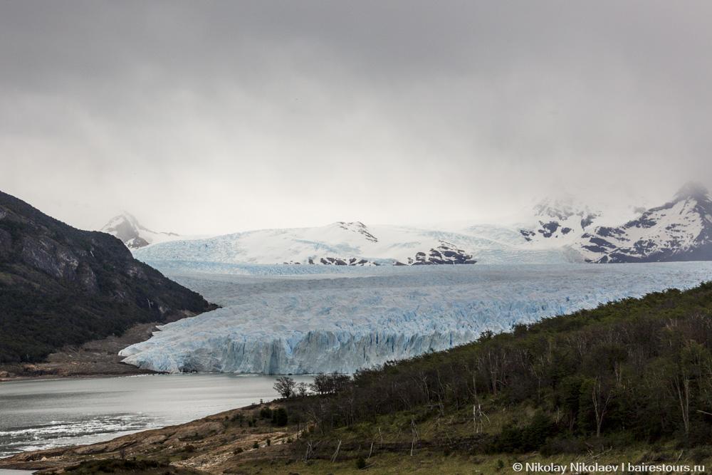 03. Одни из первых мгновений, когда ледник можно увидеть еще из окна приближающегося к нему автобуса.