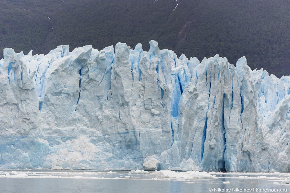 17. Стена льда, возвышающаяся над водой, достигает 60 метров, но это все цветочки по сравнению с тем, что скрыто от глаз.