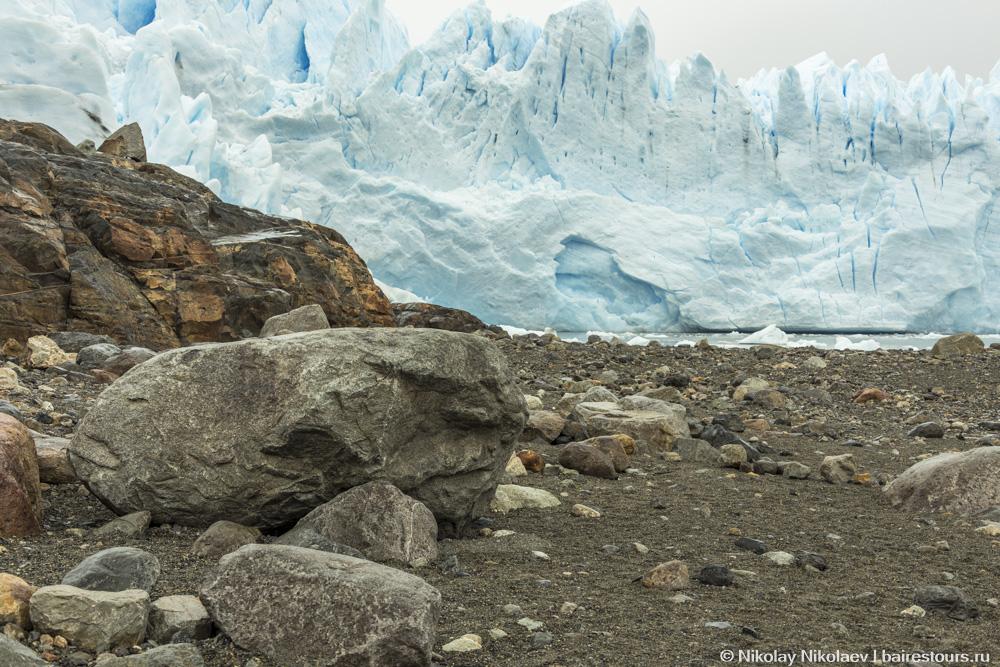 28. Красота Патагонии в минимализме: камень и вода, в данном случае замерзшая.