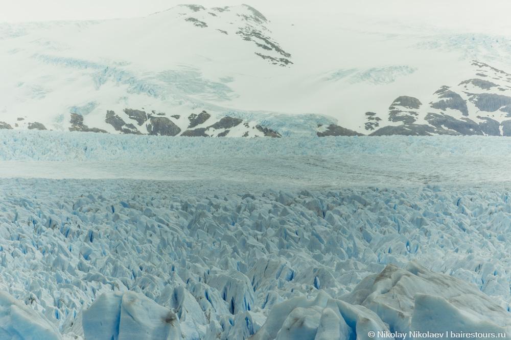 58. Во время похода посещает мысль, что вроде уже час ходим, большую часть ледника прошли, но если осмотреться повнимательней, то понимаешь, что и сотой части этого ледяного мегаполиса мы не познали.