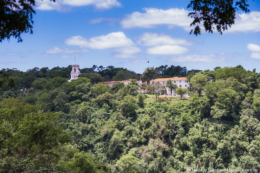 03. Один из двух отелей, расположенный непосредственно на территории национального парка, бразильский Belmond Hotel das Cataratas.