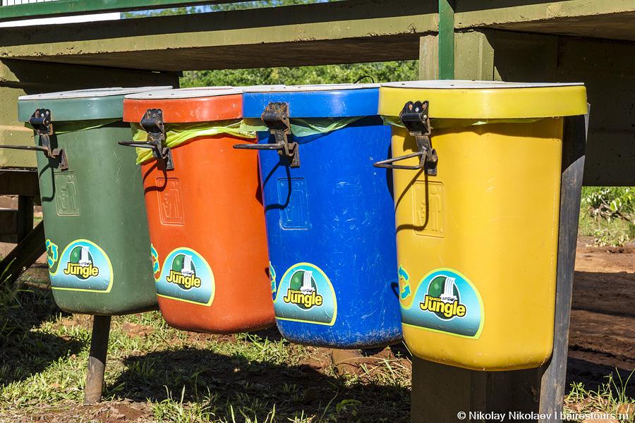 06. Даже был замечен раздельный сбор мусора, что в Аргентине довольно большая редкость. Хочется надеяться, что содержимое этих баков не идет в одну кучу :)