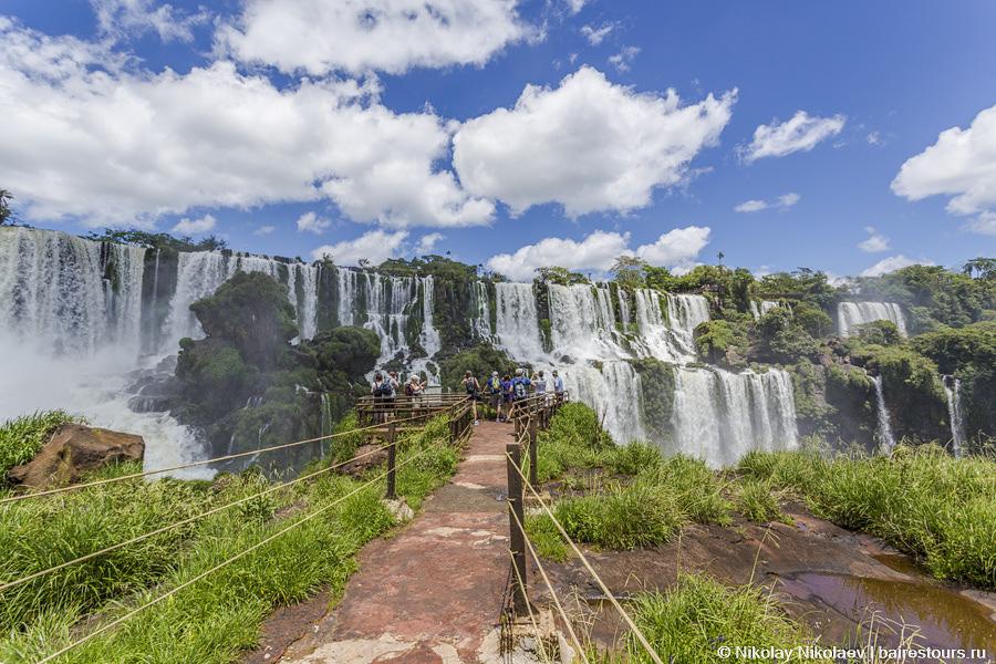 41. На аргентинской стороне две основных тропы длиной в несколько километров, где с отпавшей челюстью люди задерживаются часами.
