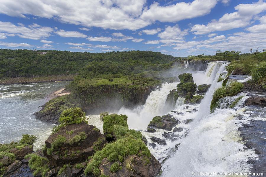 42. Некоторые смотровые площадки практически нависают над водопадами.