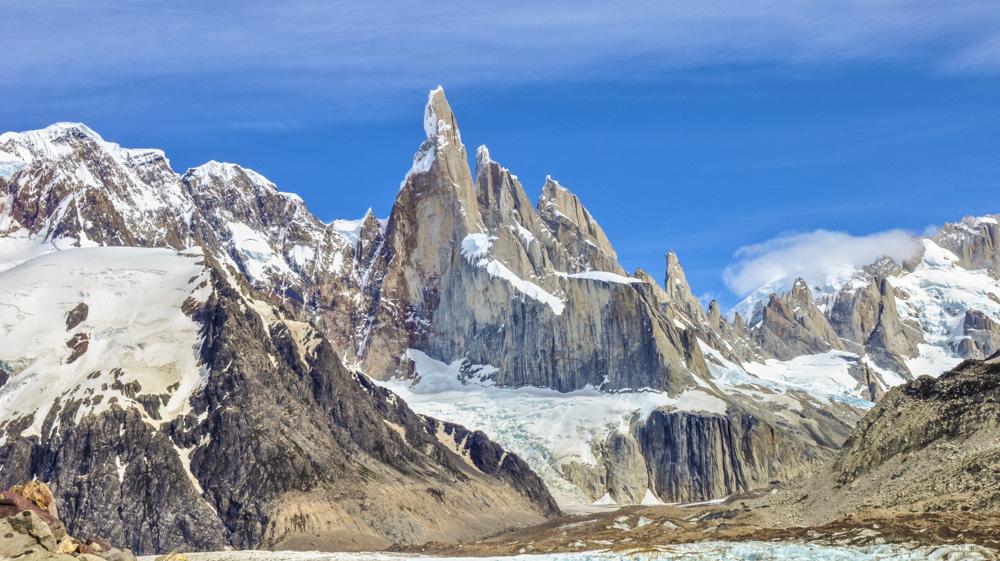 17. Его собрат Cerro Torre – все эти каменные столбики высотой далеко за 3000 метров. Фото Geoff Livingston.