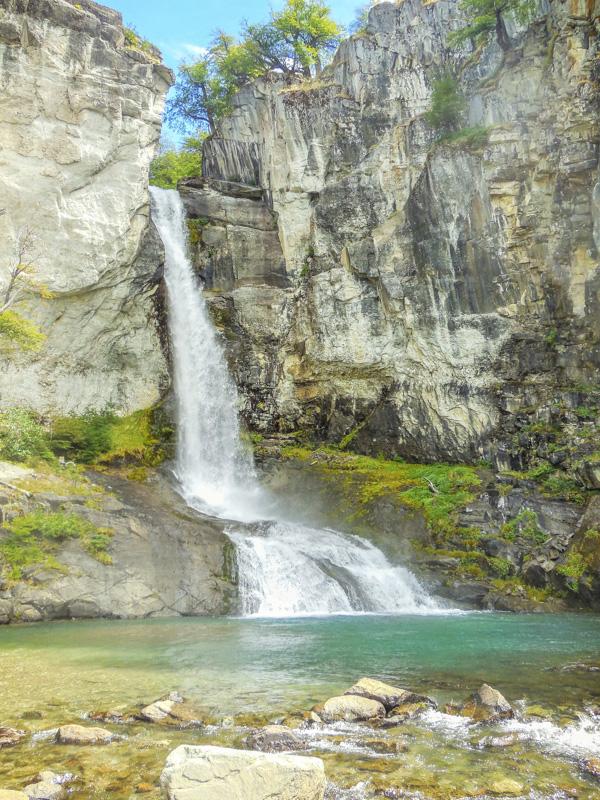 21. Есть недалеко от Эль Чальтена и райские уголки, где нет устрашающих отвесных скал и свисающих с них ледников. Этот водопад можно найти всего в 5 км к северу от Эль Чальтена. Фото Juliane Schultz.