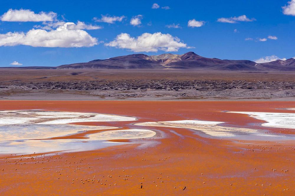 Минеральное озеро Колорада в Андах