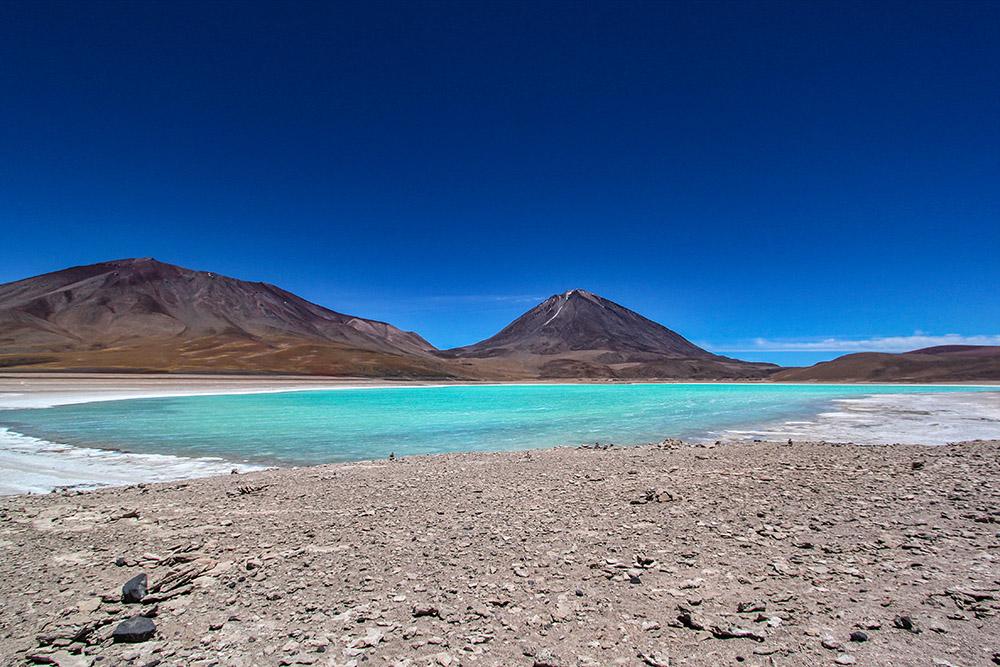 Лагуна Верде - минеральное озеро в Андах